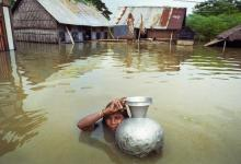 Woman in flood - Photo credit: Panos images, all rights reserved